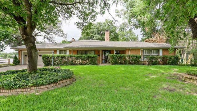 Photo 1 of 36 - 3816 Wedgway Dr, Fort Worth, TX 76133