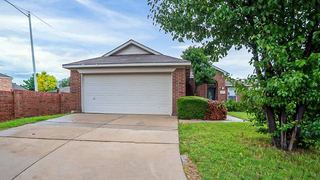 Photo 1 of 21 - 13601 Justice Ct, Euless, TX 76040