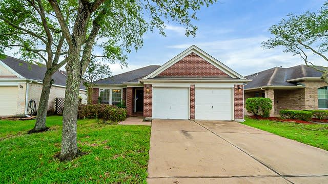 Photo 1 of 32 - 926 Schooner Cove Ln, League City, TX 77573
