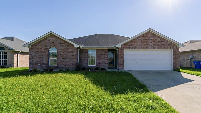 Photo 1 of 23 - 215 Amherst Dr, Forney, TX 75126