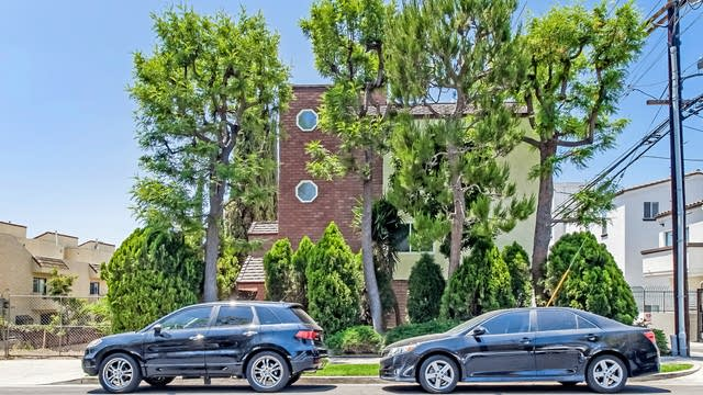 Photo 1 of 27 - 1815 Westholme Ave #3, Los Angeles, CA 90025