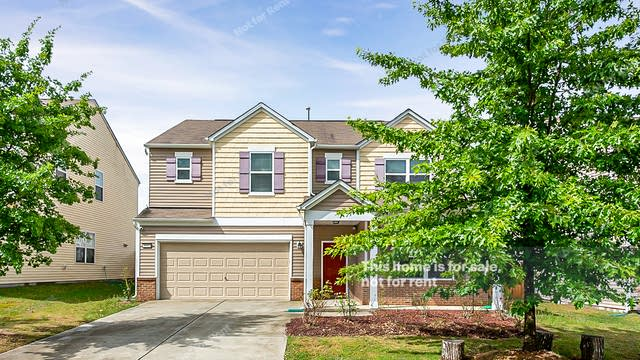Photo 1 of 25 - 8040 Hartham Park Ave, Raleigh, NC 27616