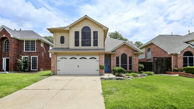 Photo 1 of 25 - 2308 Old Hickory Ln, Flower Mound, TX 75028