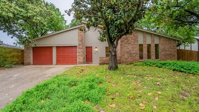 Photo 1 of 25 - 7012 Post Oak Dr, Fort Worth, TX 76182