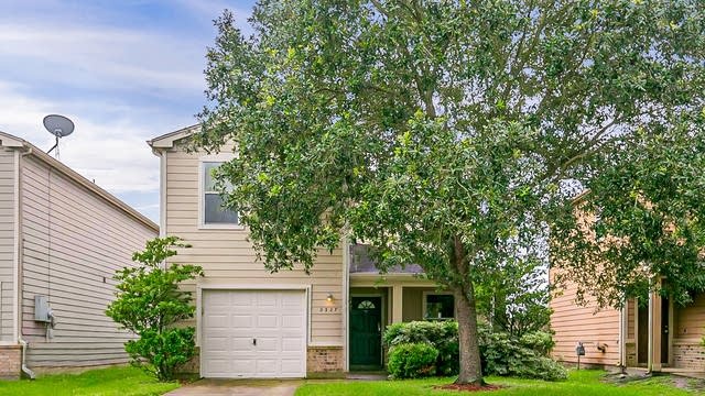Photo 1 of 24 - 2327 Emory Knoll Dr, Fresno, TX 77545