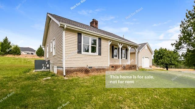 Photo 1 of 27 - 2393 Rawls Church Rd, Fuquay Varina, NC 27526