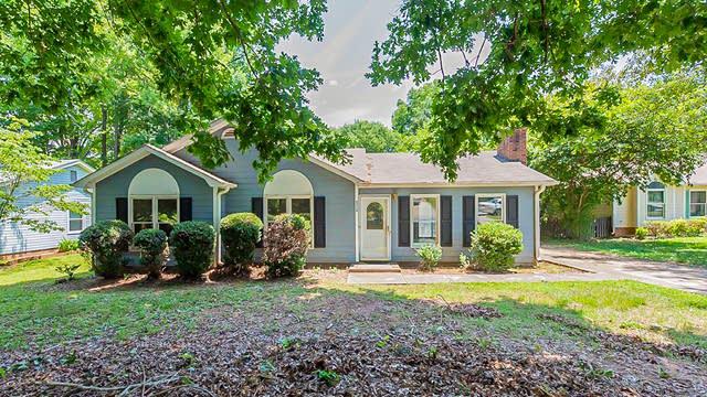 Photo 1 of 18 - 5716 Lambrook Ct, Charlotte, NC 28269