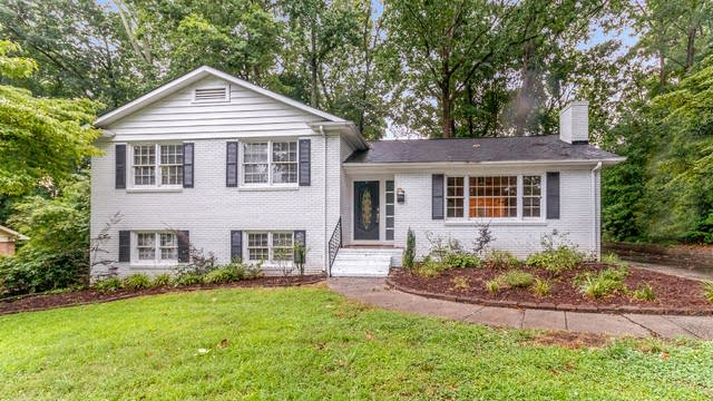 Photo 1 of 21 - 2118 Archdale Dr, Charlotte, NC 28210