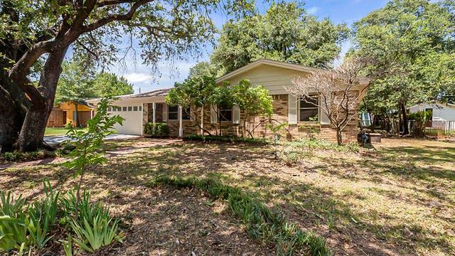 Photo 1 of 20 - 816 Timberhill Dr, Hurst, TX 76053
