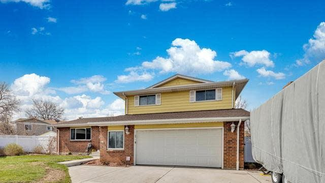 Photo 1 of 39 - 6871 Gray Dr, Arvada, CO 80003