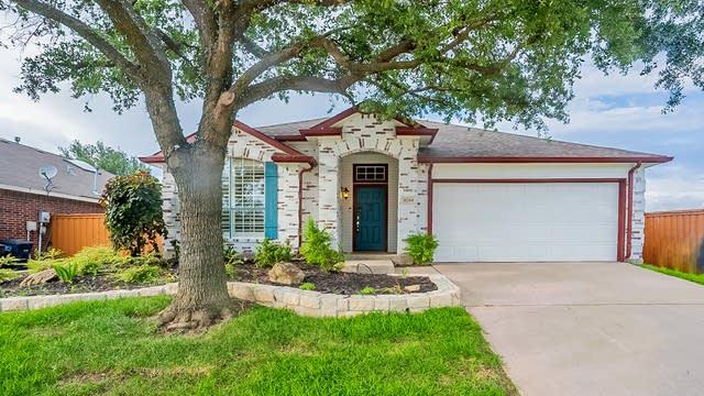 Photo 1 of 21 - 8204 Muirwood Trl, Fort Worth, TX 76137