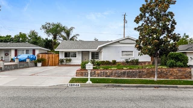 Photo 1 of 27 - 19848 Ermine St, Santa Clarita, CA 91351