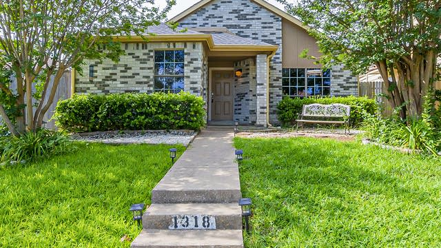 Photo 1 of 17 - 1318 Maplewood Dr, Lewisville, TX 75067