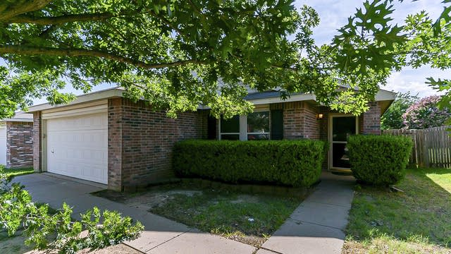 Photo 1 of 21 - 5217 Newcastle Ln, Fort Worth, TX 76135