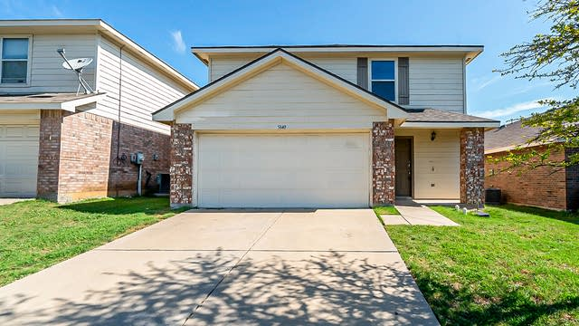 Photo 1 of 25 - 5840 Parkview Hills Ln, Fort Worth, TX 76179