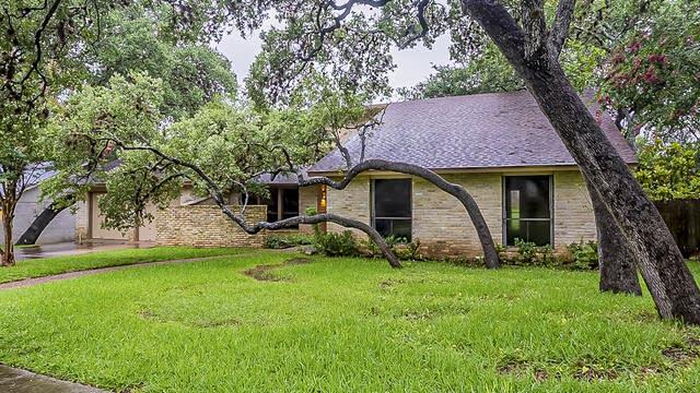 Photo 1 of 26 - 12819 Kings Forest St, San Antonio, TX 78230