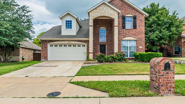 Photo 1 of 33 - 8404 Twin Oaks Dr, McKinney, TX 75070