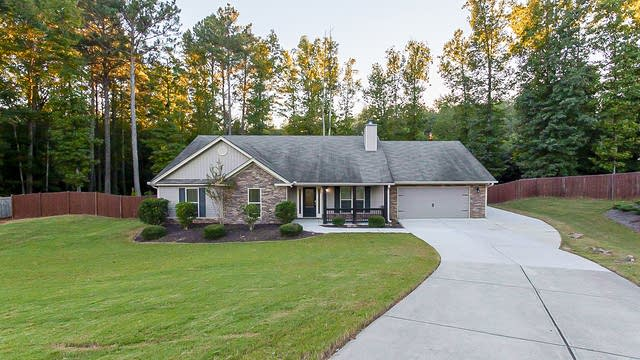 Photo 1 of 24 - 1537 Cedar Creek Dr, Loganville, GA 30052