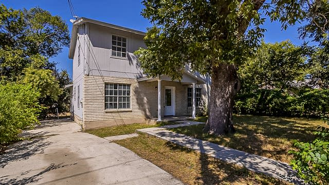 Photo 1 of 19 - 215 Gray St, San Antonio, TX 78208